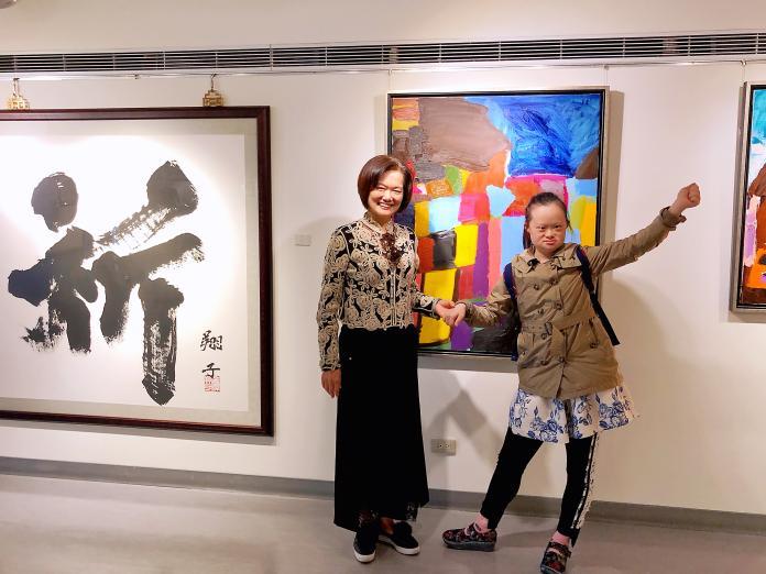 ▲台灣年輕的油畫家莊惠婷,她的創作從生活閱歷出發。(圖/記者陳美嘉攝)