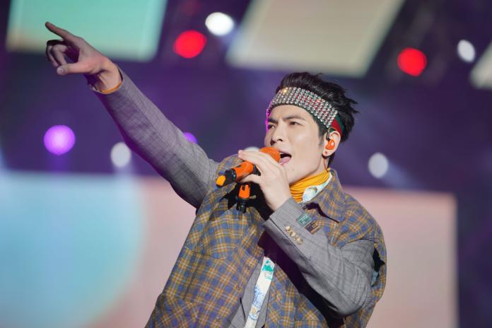 蕭敬騰在高雄夢時代跨年帶來超過40分鐘的精彩演出