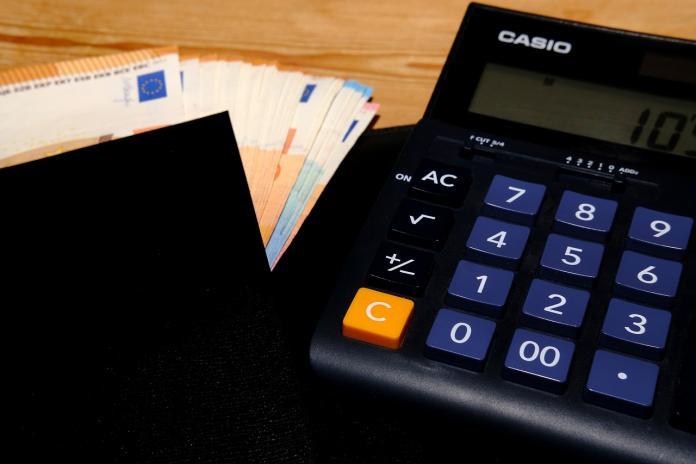 ▲有現職者曝光金融業中的「辛苦之處」。(示意圖/翻攝自 pixabay )