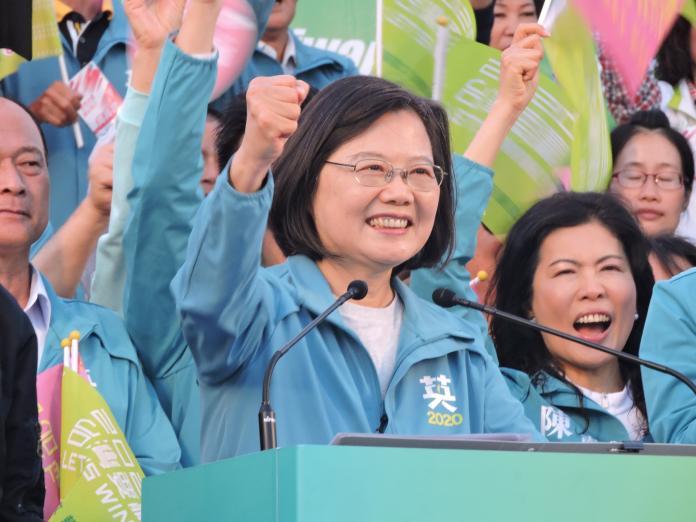 選前超級星期天,民進黨台南10萬人大造勢,總統蔡英文強調,自總統民選以來,她是最重視國防的總統。