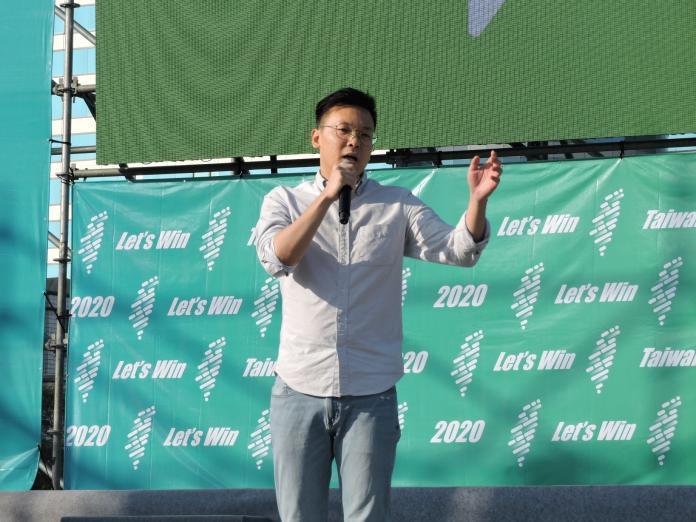 民進黨副秘書長林飛帆表示,台灣絕對不能再走回頭路,一定要珍惜得來不易、珍貴的民主自由。