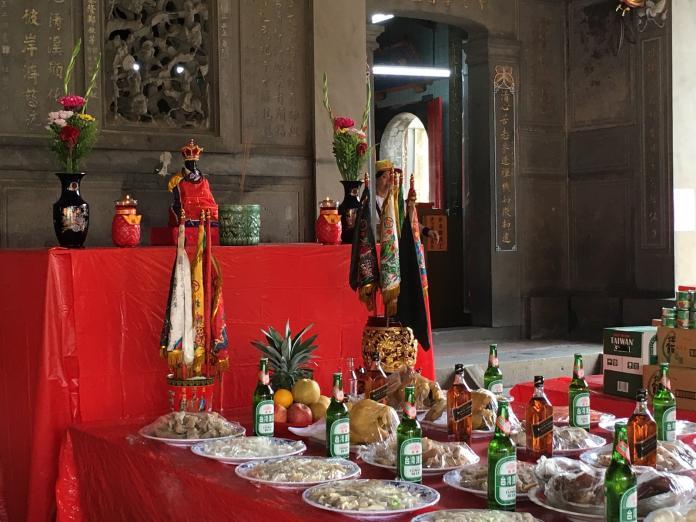 「犒軍」是傳統廟宇的例行事項。(圖/記者黃彥昇攝)