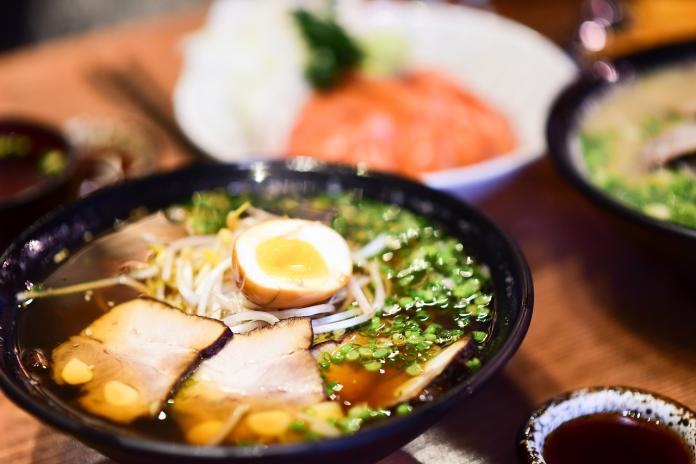 ▲日前有網友提問,台北哪裡的拉麵店值得去吃?對此,就引來許多老饕曝光答案。(圖/取自
