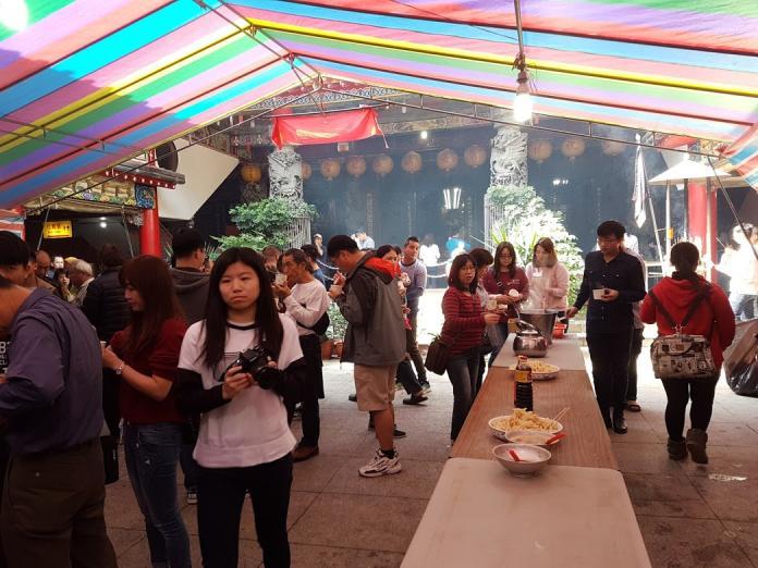 農曆春節到廟宇「走春」吃平安粥已經成為宜蘭人過年期間的特有活動