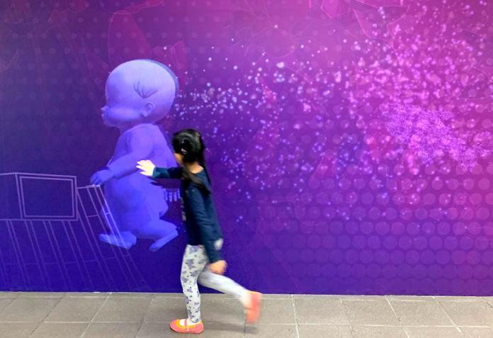 ▲今(7)日國立故宮博物院位於台北車站、士林站的捷運藝文空間重新開幕,將故宮文物結合科技互動。(圖/故宮提供)