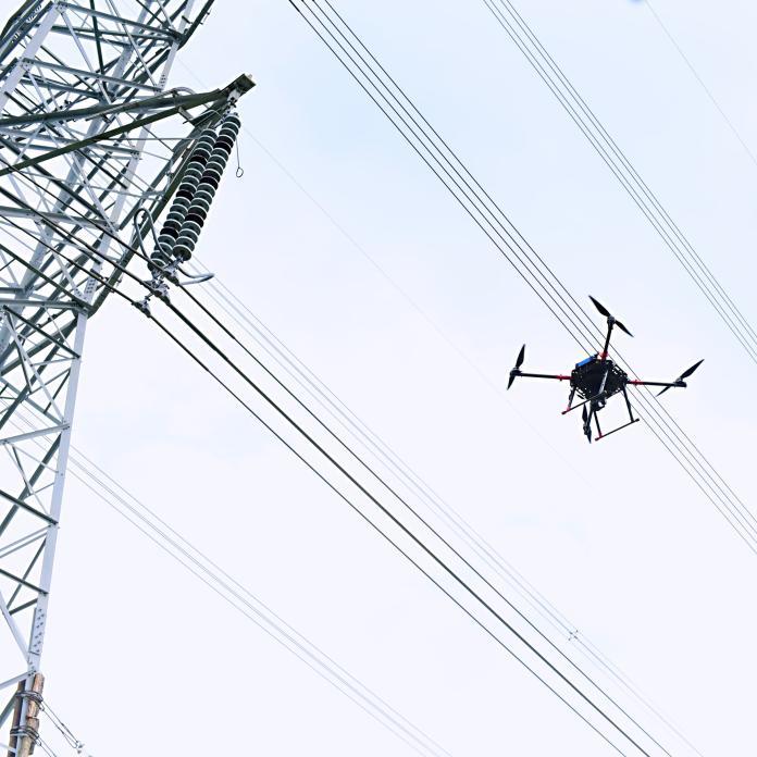 ▲金屬中心無人飛行載具與台電合作,以實際場域進行高壓電塔巡檢測試。(圖/金屬中心提供)