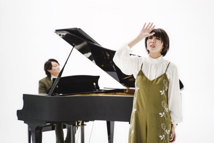 ▲特蕾沙演唱阿沁為她打造的歌曲〈天空之上〉。(圖/核心音樂提供)