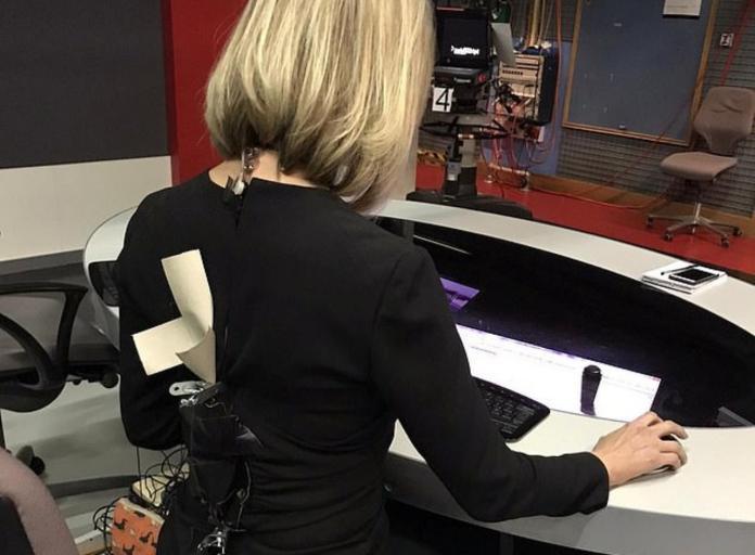 馬上就要直播<b>拉鍊</b>突爆開!BBC女主播靠夾子、膠布撐30分