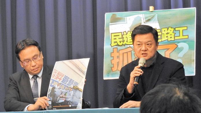 <br> 國民黨9日公布疑似「抓到民進黨走路工」畫面。( 圖 / 記者陳弘志攝 )