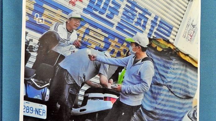 國民黨9日公布疑似「抓到民進黨走路工」畫面。( 圖 / 國民黨提供 )