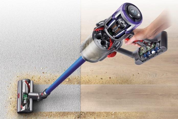 <br> ▲沒有電線的拘束「Dyson V11無線吸塵器」,走到哪裡吸到哪裡,輕便好上手,成為妳打掃家裡的好幫手。(圖/Dyson提供)