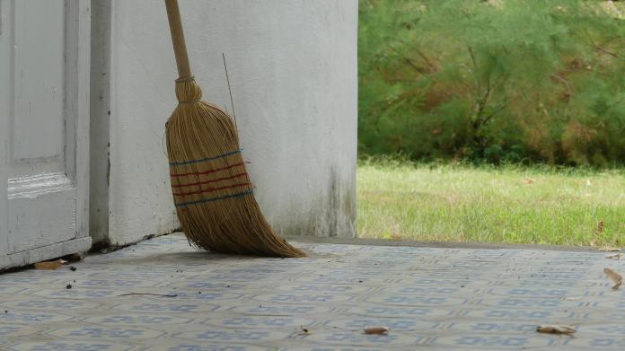 保庇鼠來寶/新年打掃要注意 掃地只能往內掃