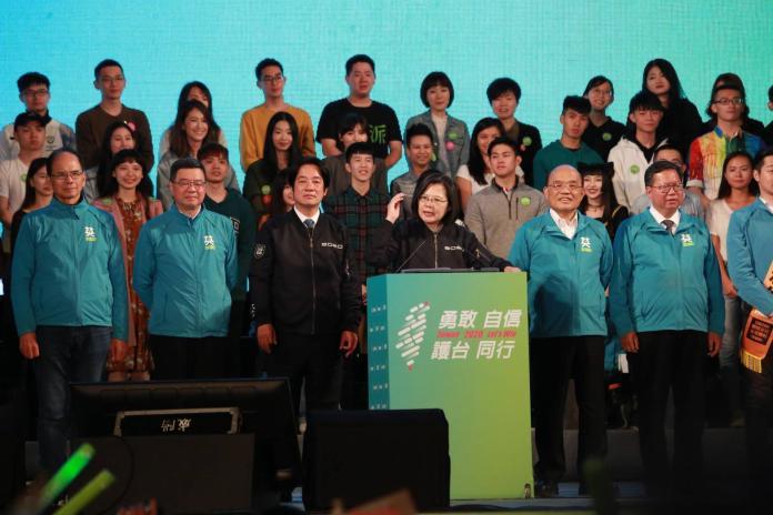 台灣擁<b>民主自由</b>歸功誰?眾狂喊「3鬥士」:否則還差20年