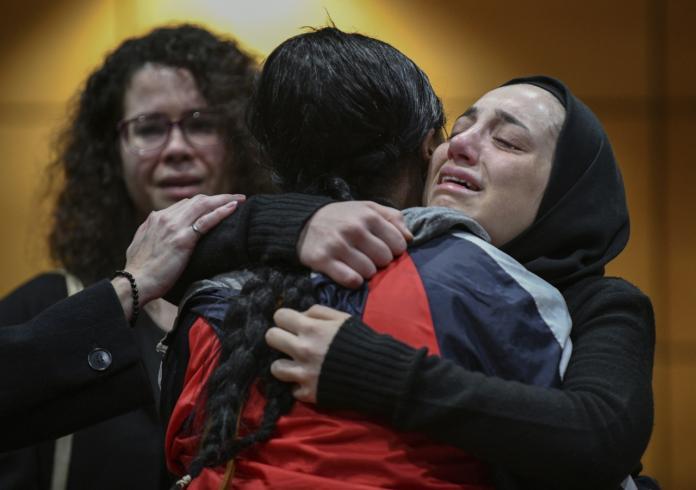 ▲來自加拿大溫莎大學的受害者之一,其親友齊聚哀悼悲劇發生。(圖/美聯社/達志影像)