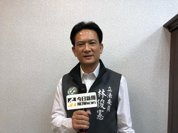 民進黨台南第五選區立委候選人林俊憲自行宣布當選