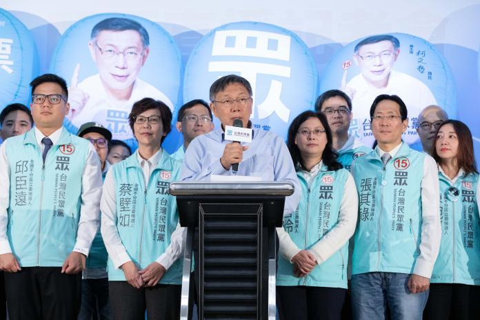 身兼台灣民眾黨主席的台北市長柯文哲,參與黨內開票活動。