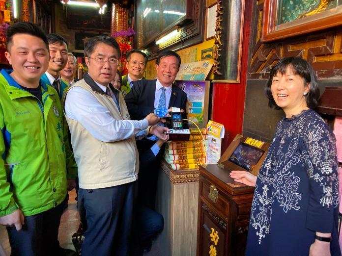 影/有「嗶」有保庇!台南廟宇數位化 悠遊卡可添香油錢