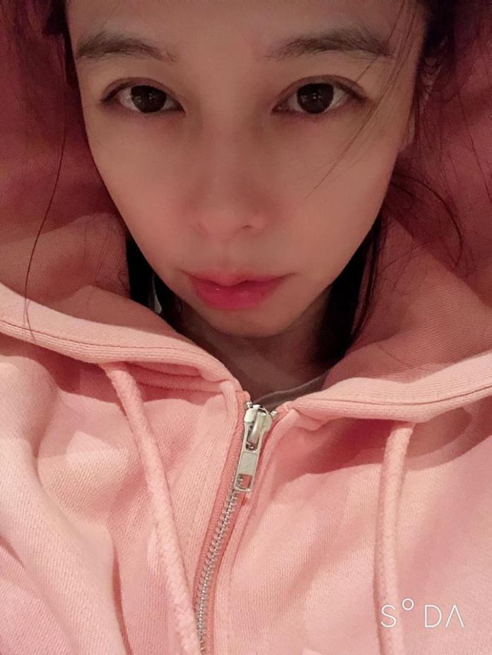 ▲徐若瑄即使年過40依舊年輕貌美。(圖/翻攝臉書 )