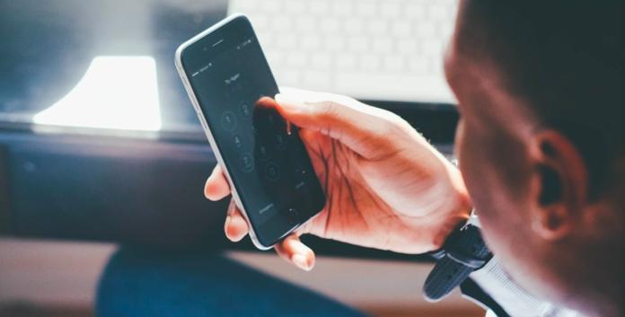 不小心手滑不再玻璃心 手機保險金額再創新高