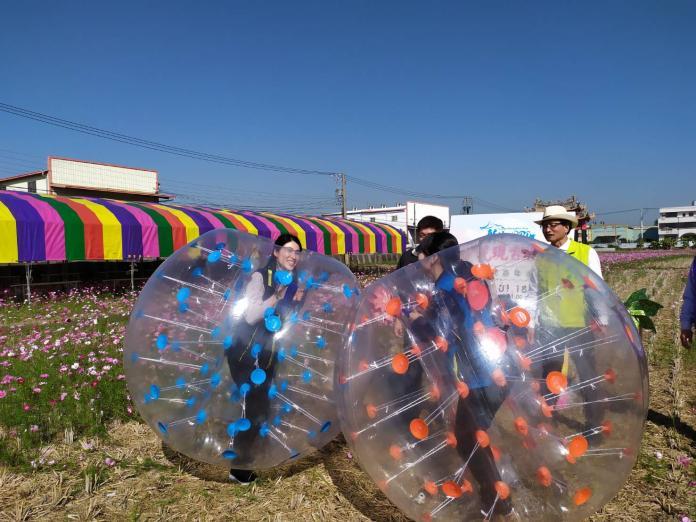<br> ▲好玩的「瘋狂泡泡足球趣味競賽」,大人可以穿上泡泡裝組隊參與。(圖/記者葉靜美攝,2020.01.16)