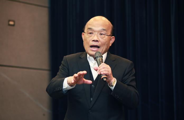 ▲蘇貞昌表示,中國周邊11個國家都淪陷後,台灣到今天還守住防線。因此今天特別到機場感謝過去一年多來大家的辛苦。(圖/記者李春台攝, 2020.01.21)