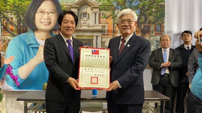 影/受頒當選證書 賴清德:台南責任最重