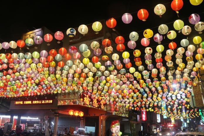 <br> ▲斗六太平老街高掛起3000盞手繪燈籠。(圖/記者蘇榮泉攝,2020.01.23)