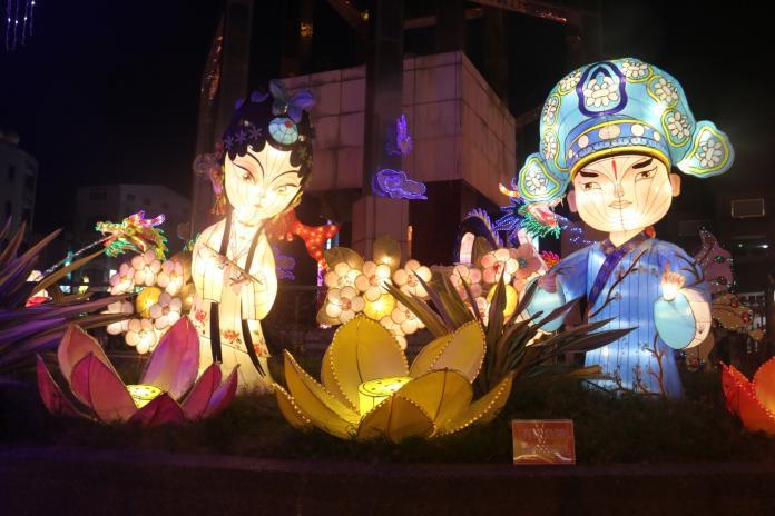<br> ▲圓環花燈將持續點亮至2/8元宵晚會。(圖/記者蘇榮泉攝,2020.01.23)