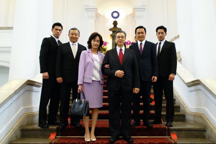▲以台灣政治為題材的《國際橋牌社》寫實又兼具戲劇性。(圖/friDay影音提供)