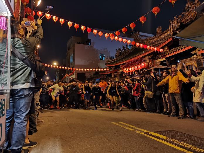 <br> ▲南瑤宮今年首度將除夕搶頭香活動改成「拜頭香」,結合路跑吸引大批信眾前來朝聖。(圖/記者陳雅芳攝,2020.01.25)