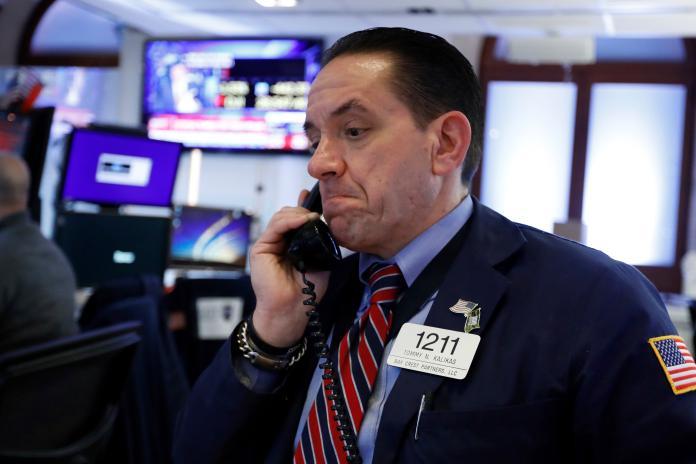 ▲受到武漢肺炎疫情影響,股市出現跌勢。(圖/美聯社/達志影像)