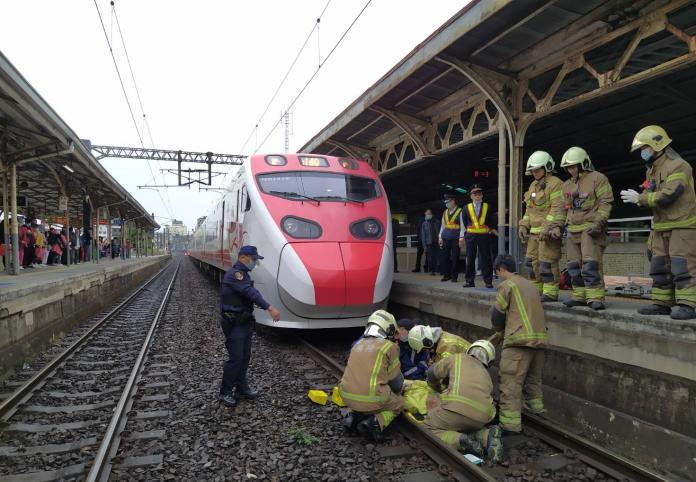 台南火車站驚傳老翁落軌 遭普悠瑪撞送醫不治