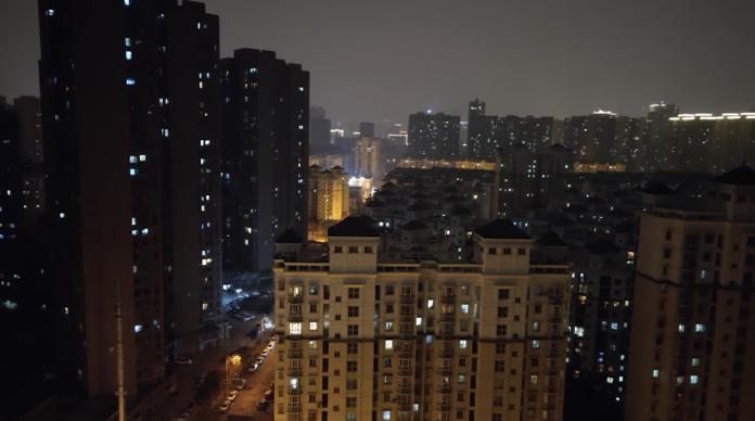 ▲有大陸網友號召武漢市民「一起開窗喊加油」。(圖/翻攝自影片)