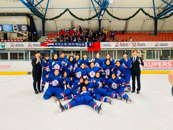 台灣冰球女將拿下金牌。冰球協會提供