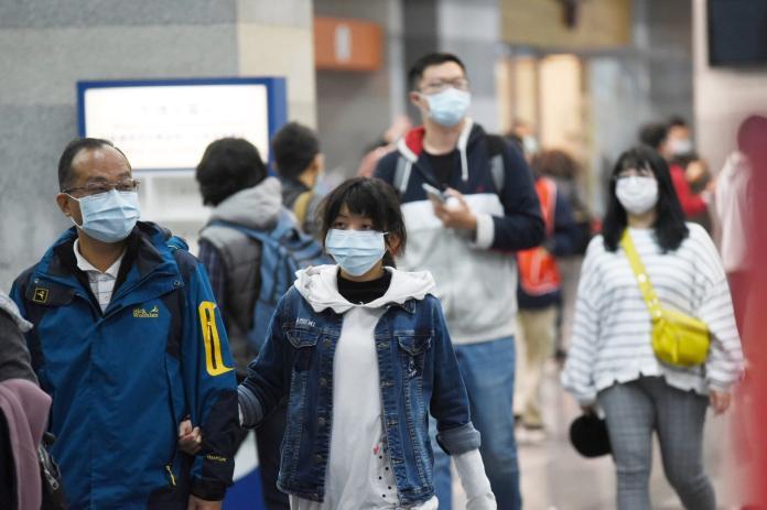 ▲武漢肺炎防疫緊急,民眾口罩需求大增。(圖/記者陳明安攝)