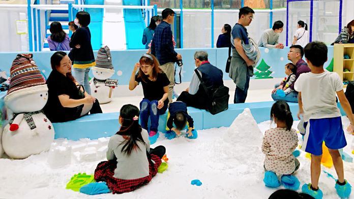 <br> ▲ 可以在玩雪區滿足堆雪人的願望。(圖/記者陳美嘉攝)