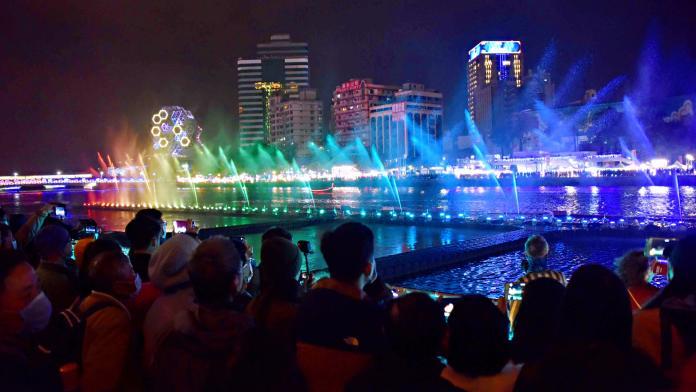 高雄<b>燈會</b>藝術節天天精采 首日吸引15萬人次
