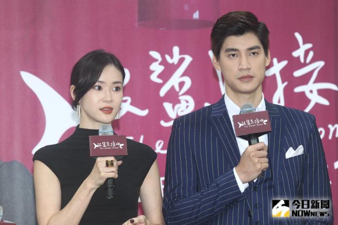 ▲女主角鍾瑶(左)、男主角羅宏正(右)出席《跟鯊魚接吻》首映會。(圖/記者葉政勳攝 , 2020.01.31)
