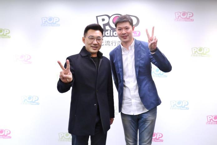 <br> 國民黨立委江啟臣和代班主持人李伯毅。(圖/POP電台提供)