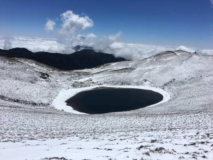 台東嘉明湖雪景(圖片提供嘉明湖熊出沒企業社)