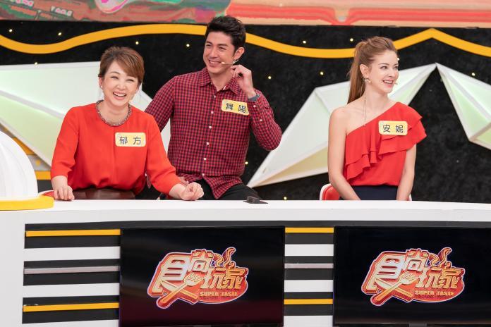 <br> ▲郁方(左起)、舞陽、安妮分享過年趣事。(圖/TVBS歡樂台)
