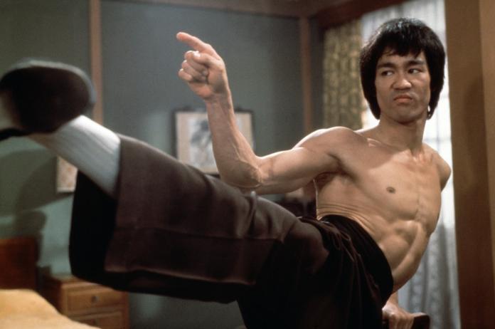 李小龍打架前為啥「先摸鼻」?居然因為生病了!