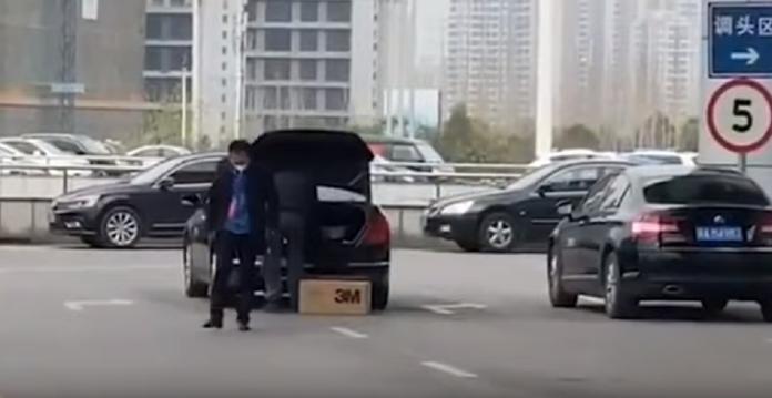 公務車司機紅十字會搬口罩稱「給<b>領導</b>的」!武漢市回應了
