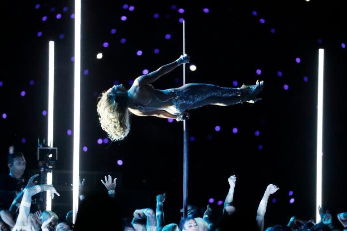 <br> Jennifer Lopez與Shakira中場表演。(圖/美聯社/達志影像)