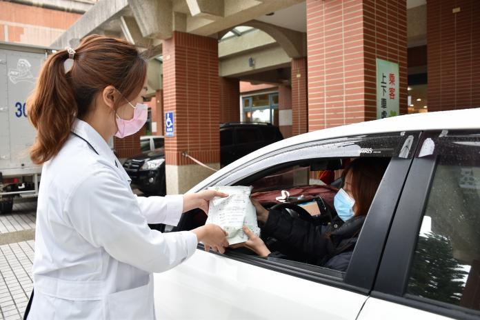 影/防武漢肺炎疫情 醫院增設慢箋取藥<b>快速通關</b>