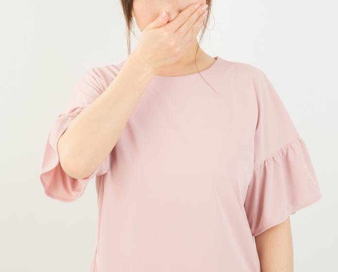 ▲一名女子連續 4 天聞到家裡有燒焦味。(示意圖,非當事人/取自 photoAC )
