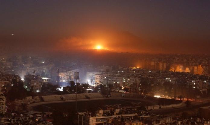 ▲俄國國防部發言人說,一架搭載172名乘客的空中巴士A320客機差點被敘利亞防空系統擊中,緊急降落俄國控制的赫梅敏空軍基地。(圖/翻攝israelnationalnews)