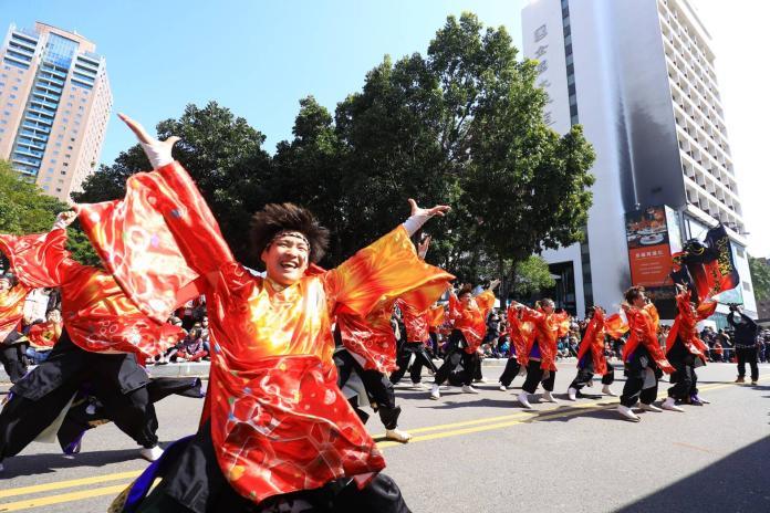 台灣燈會踩街鬧元宵   台日英法輪番上陣展演驚豔