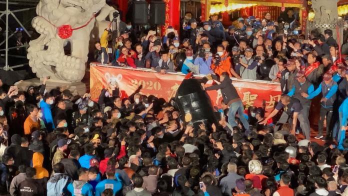 影/武漢肺炎沒在怕 台南聖母廟元宵活動湧30萬人潮