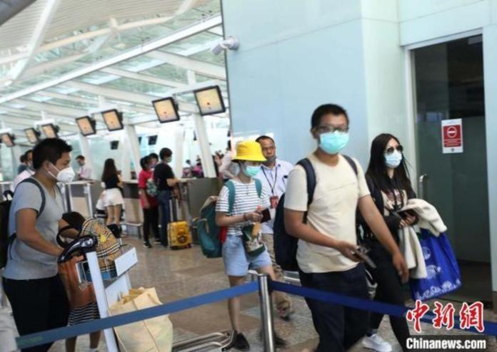 ▲61名滯留峇里島的中國遊客搭機返國。(圖/翻攝中新社)